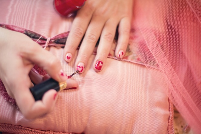 painting-fingernails-nail-polish-hearts-valentine-37553-large